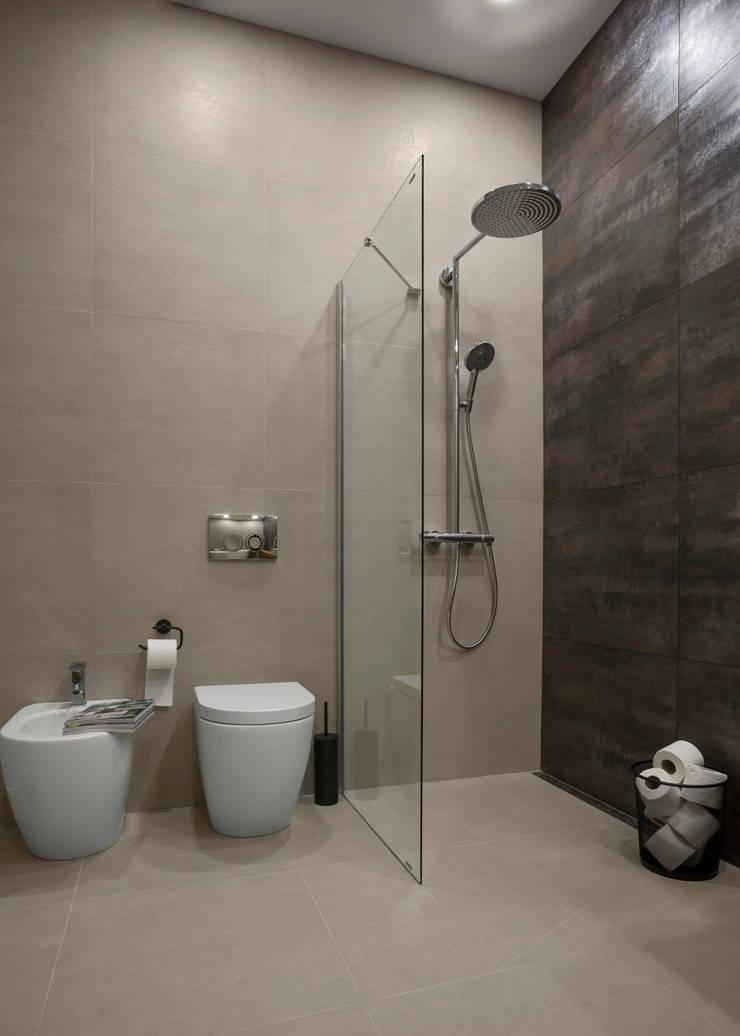 Квартира с северным акцентом: Ванные комнаты в . Автор – LPetresku