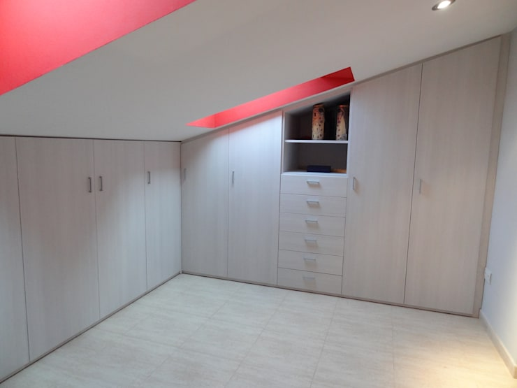 modern Dressing room by Martbert Mobiliario