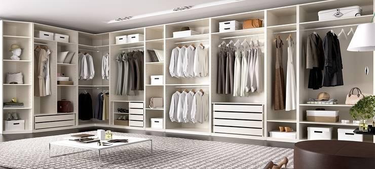 Armario vestidor con mucha capacidad de almacenaje: Vestidores de estilo  de Muebles Fun