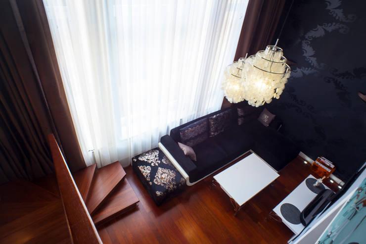 гостиная, вид с антресолей:  в . Автор – Елена Савченко. Студия интерьера
