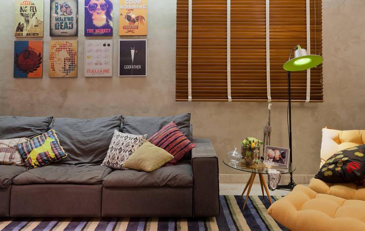 RESIDÊNCIA HANRIOT: Salas de estar  por Isabela Bethônico Arquitetura