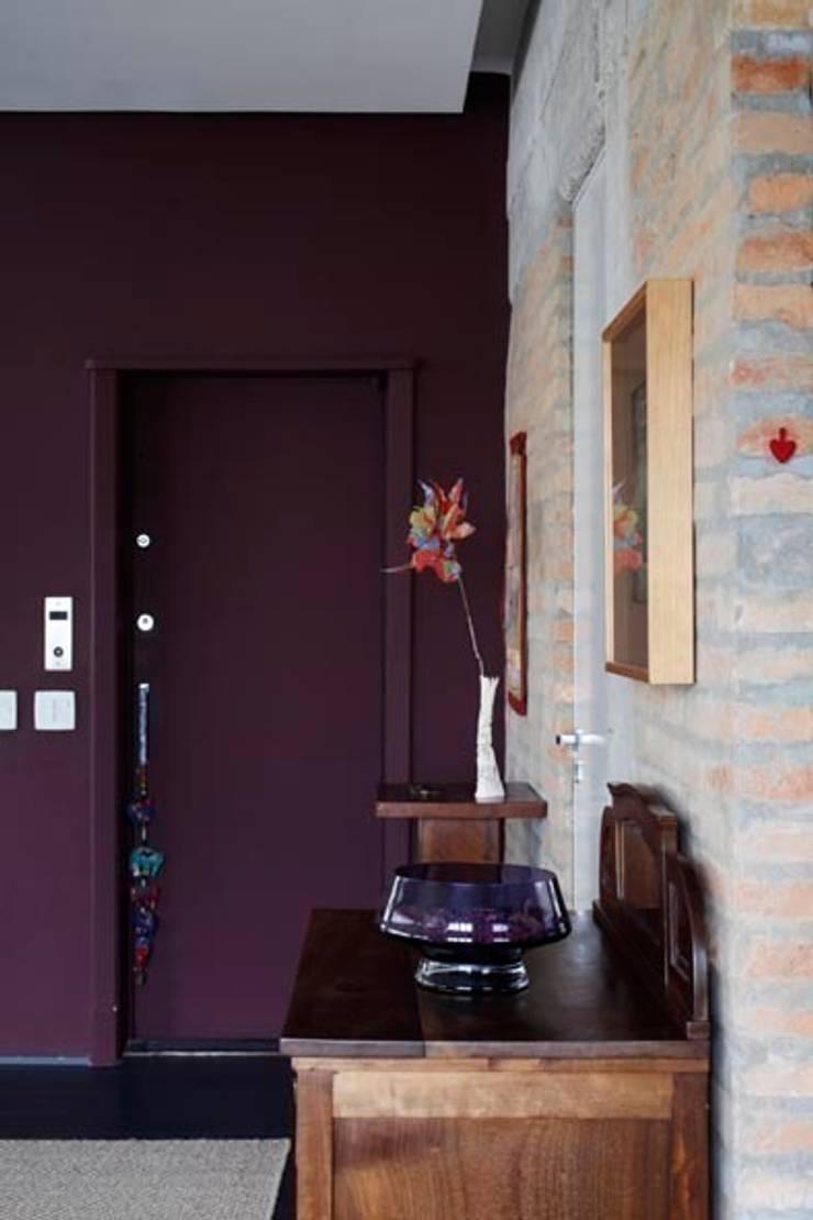Retrofit Residência Higienópolis 1: Corredores e halls de entrada  por Gustavo Calazans Arquitetura,Moderno
