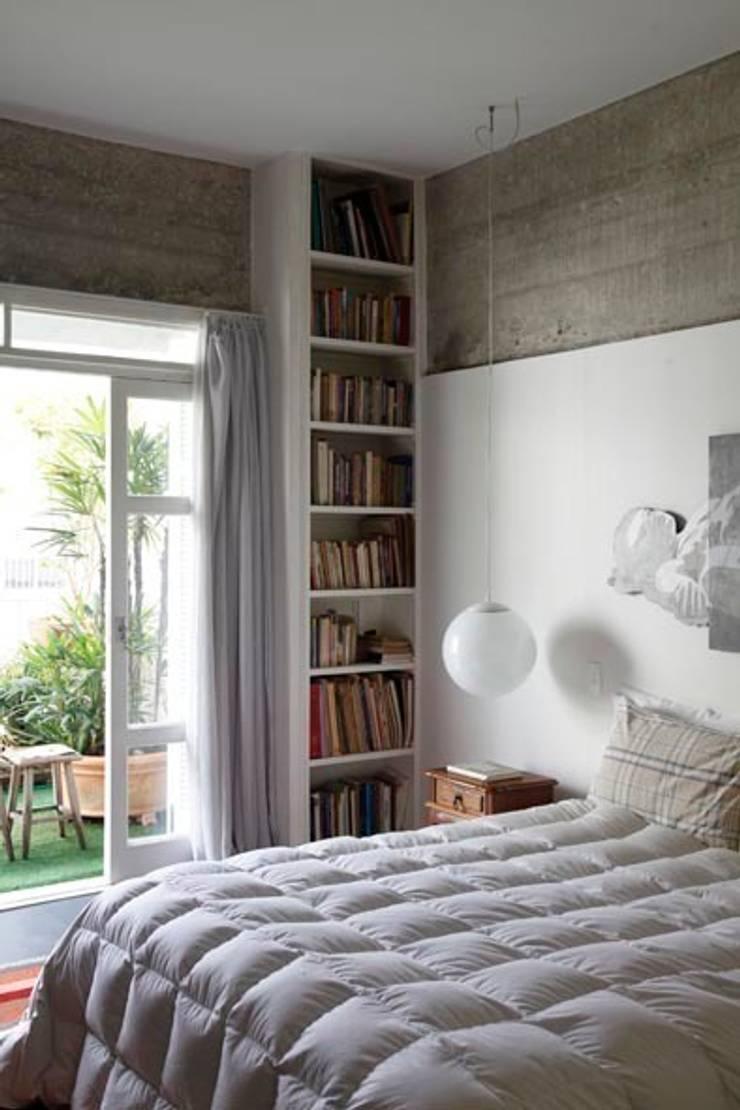Retrofit Residência Higienópolis 1: Quartos  por Gustavo Calazans Arquitetura,Minimalista