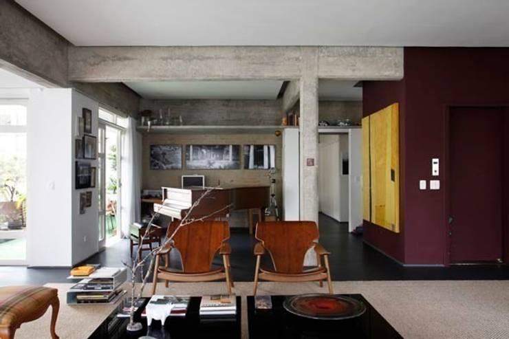 Retrofit Residência Higienópolis 1: Salas de estar  por Gustavo Calazans Arquitetura,Moderno