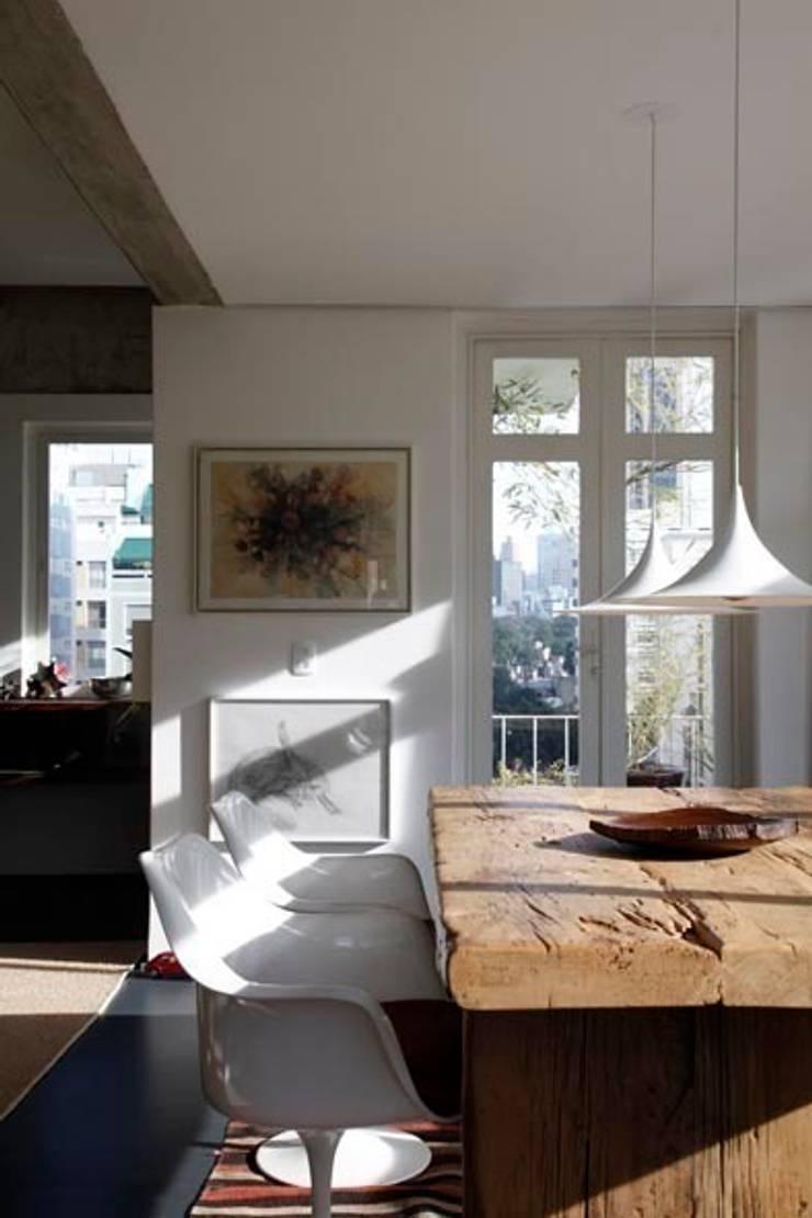 Retrofit Residência Higienópolis 1: Salas de jantar  por Gustavo Calazans Arquitetura,Moderno