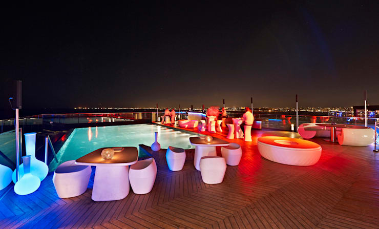 360istanbul – 360 Istanbul East Swimming Pool at Night:  tarz Yeme & İçme