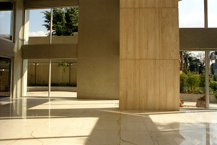 Edifício Ducale | Residencial – Rua Peixoto Gomide: Corredores e halls de entrada  por ARQdonini Arquitetos Associados