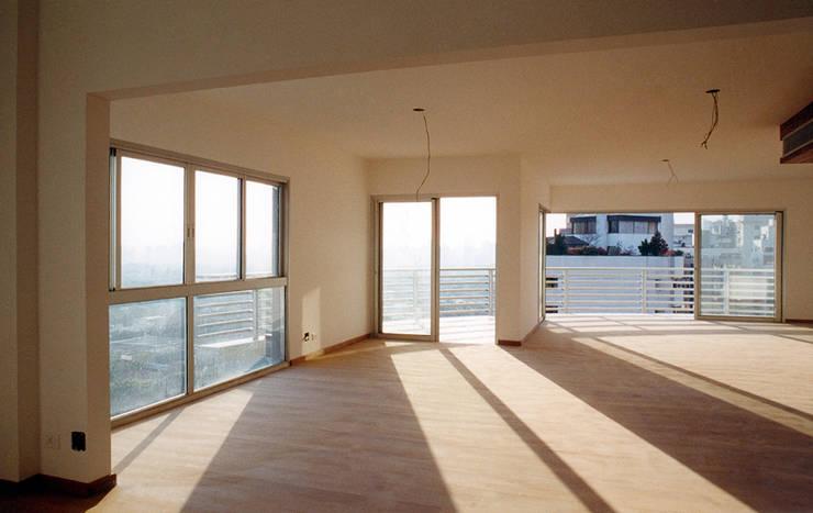 Edifício Ducale | Residencial – Rua Peixoto Gomide: Salas de estar  por ARQdonini Arquitetos Associados,Moderno