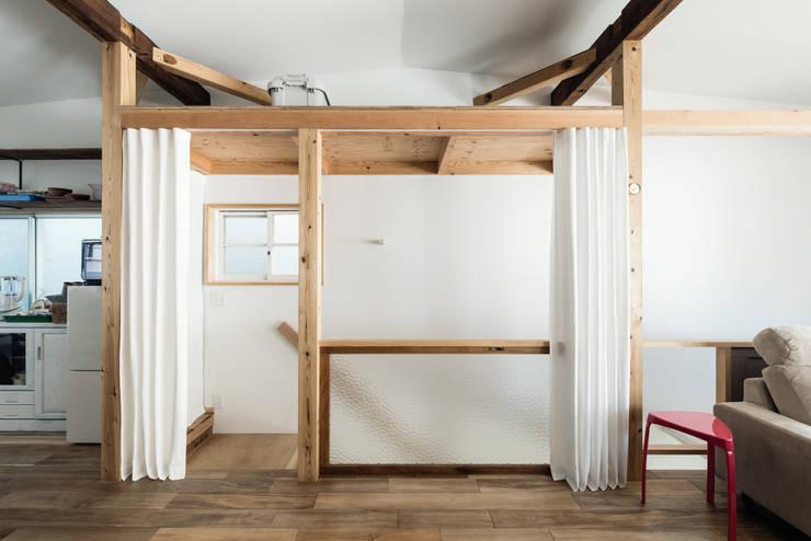 階段: coil松村一輝建設計事務所が手掛けた廊下 & 玄関です。