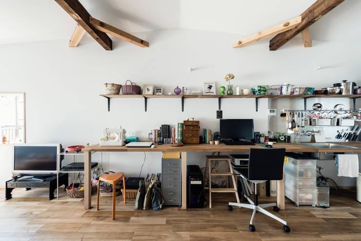 ห้องทำงาน/อ่านหนังสือ by coil松村一輝建設計事務所