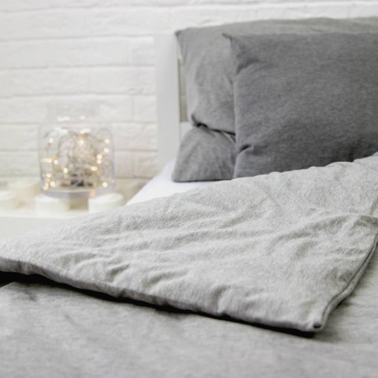 Pościel dzianinowa szara: styl , w kategorii Sypialnia zaprojektowany przez Nocne Dobra