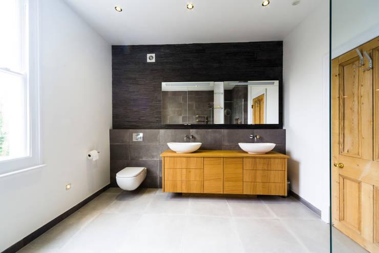 Bathroom colour scheme:  Bathroom by Affleck Property Services