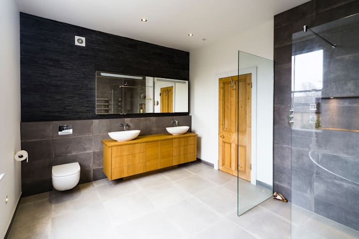 New bathroom design and installation:  Bathroom by Affleck Property Services