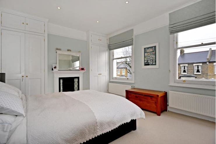 Bedroom:  Bedroom by Prestige Build & Management Ltd.