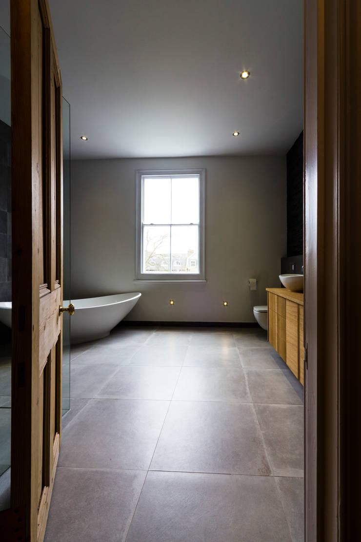 Modern bathroom :  Bathroom by Affleck Property Services
