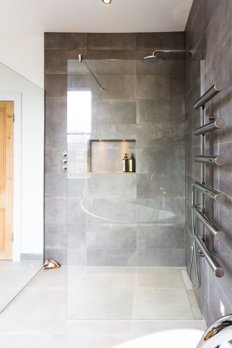Wet room :  Bathroom by Affleck Property Services