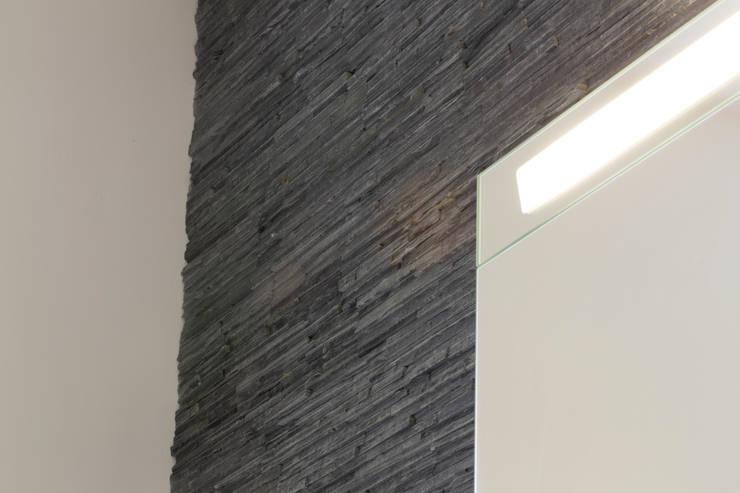 Bathroom tiles:  Walls by Affleck Property Services
