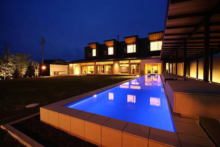 アプローチ: ASOスタイルが手掛けた家です。