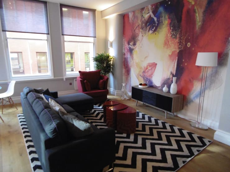 City Centre Apartment, Manchester, UK:  Living room by Flawless Concepts Ltd