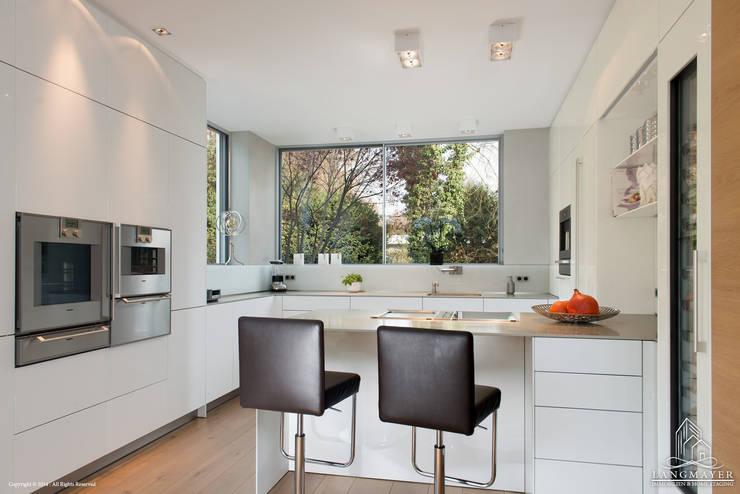 Kücke:  Küche von Langmayer Immobilien & Home Staging
