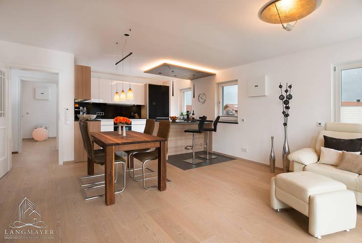 Salas de estar  por Langmayer Immobilien & Home Staging , Moderno