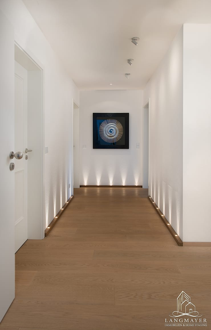 Flur:  Flur & Diele von Langmayer Immobilien & Home Staging,Modern