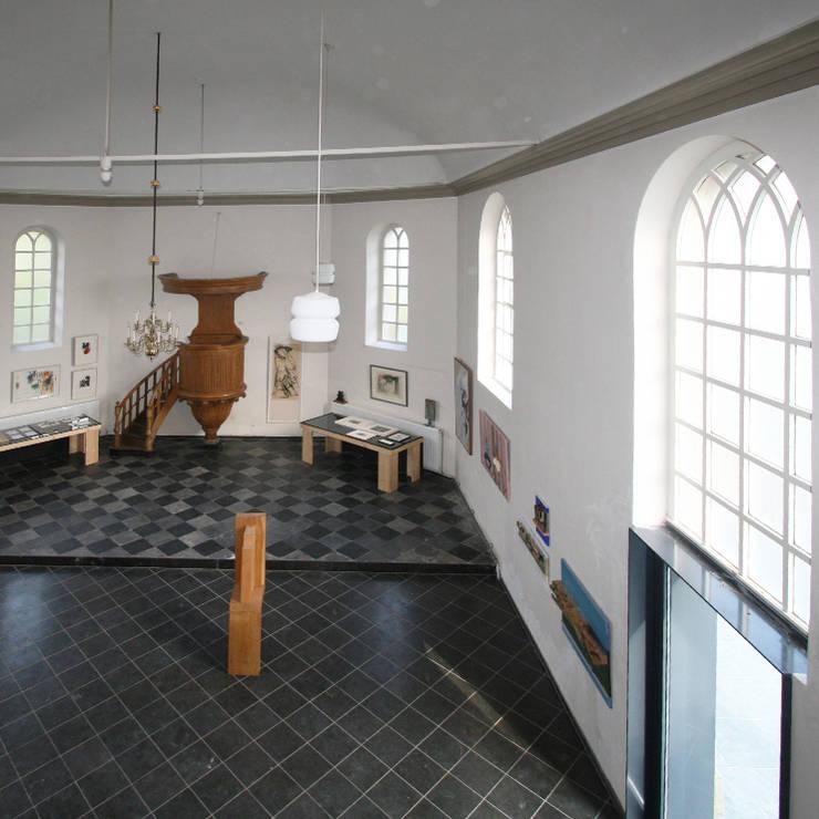 Verbouwing kerkje:  Woonkamer door SeC architecten