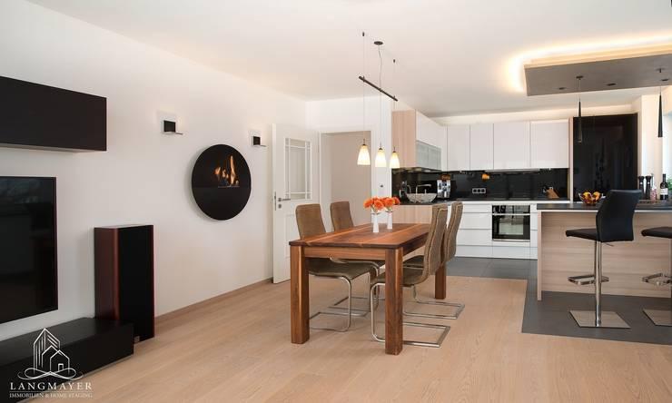Wohnzimmer:  Wohnzimmer von Langmayer Immobilien & Home Staging,Modern
