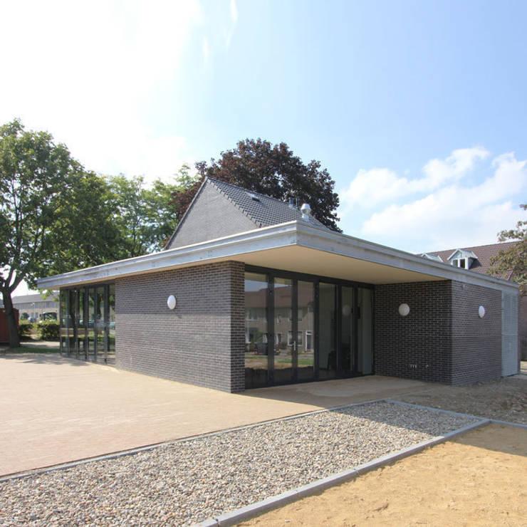 Buurthuiskamer Landgraaf Moderne huizen van SeC architecten Modern