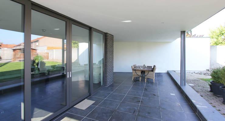 Verbouwing Woonhuis Beek:  Terras door SeC architecten