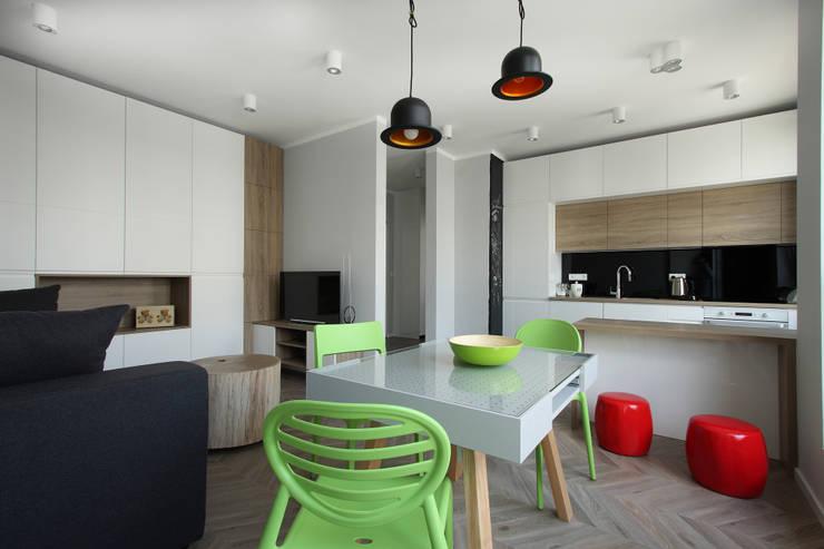 Mieszkanie ze skandynawskim zacięciem: styl , w kategorii Kuchnia zaprojektowany przez Kameleon - Kreatywne Studio Projektowania Wnętrz