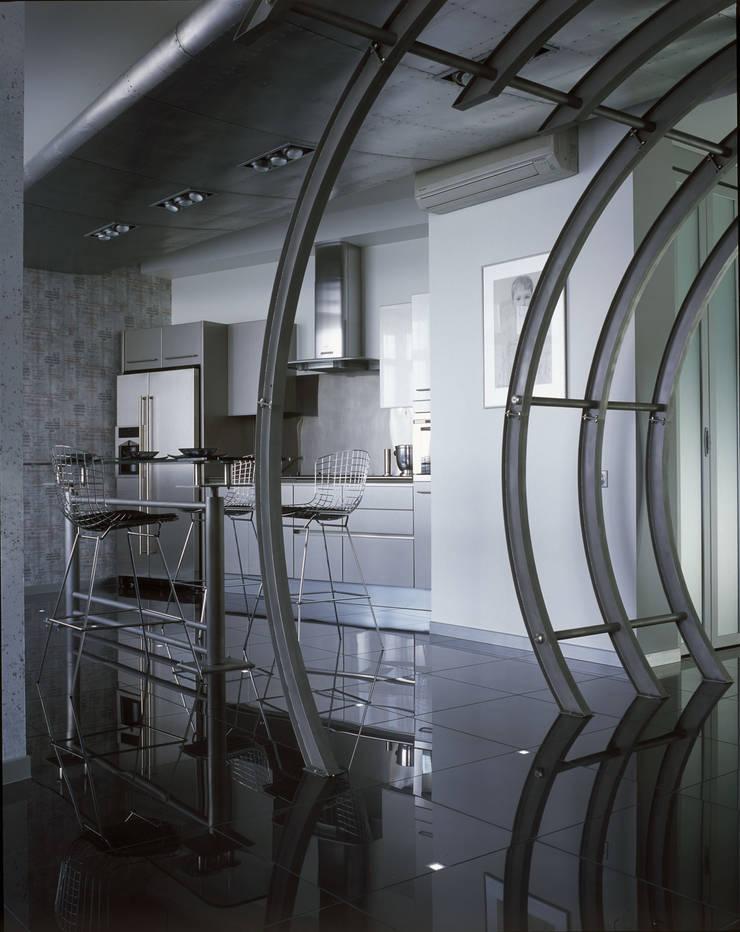 квартира на Авиационной: Кухни в . Автор – Disobject architects