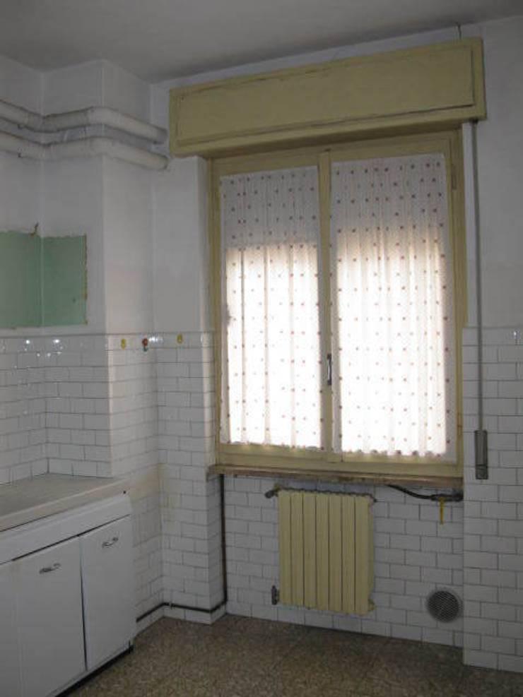 Ristrutturazione appartamento a Bergamo: Cucina in stile  di ARKHISTUDIO
