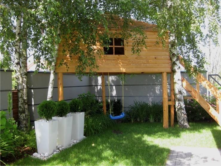 de estilo  de Sungarden - Projektowanie i urządzanie ogrodów,