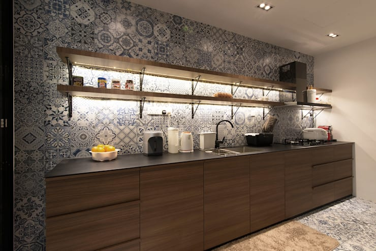 Serenity Park:  Kitchen by Eightytwo Pte Ltd