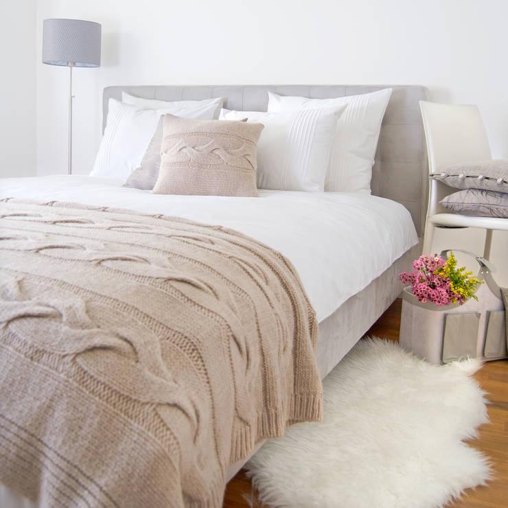 Camera da letto in stile in stile Scandinavo di Lilla Sky