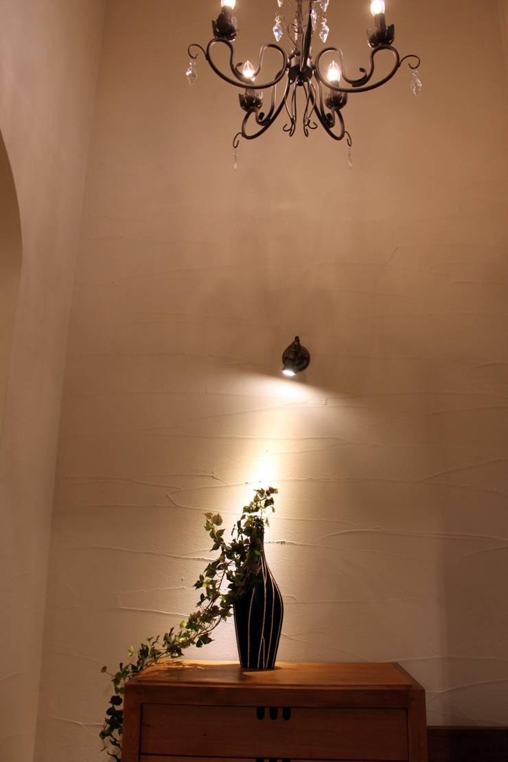 夢はかなえるもの: 石川泰之建築設計室が手掛けた廊下 & 玄関です。