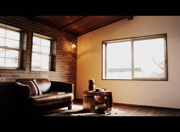 夢はかなえるもの: 石川泰之建築設計室が手掛けた寝室です。