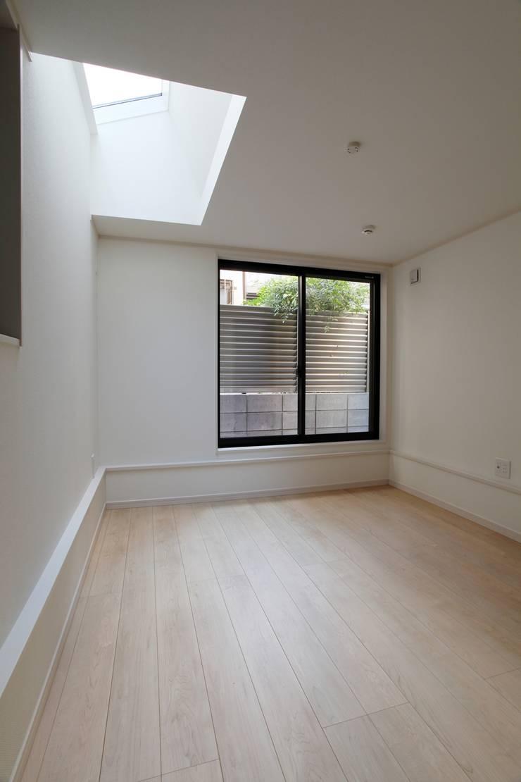品川の住処: 株式会社ハウジングアーキテクト建築設計事務所が手掛けた寝室です。,北欧