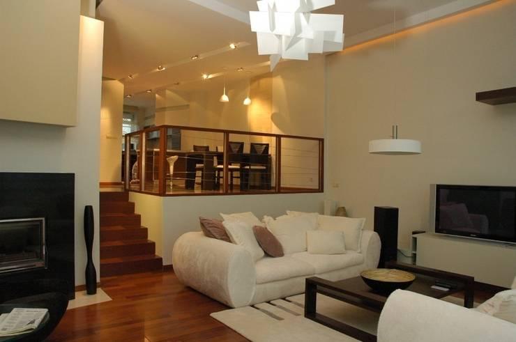 Dom prywatny w Gdyni 2009: styl , w kategorii Salon zaprojektowany przez formativ. indywidualne projekty wnętrz,