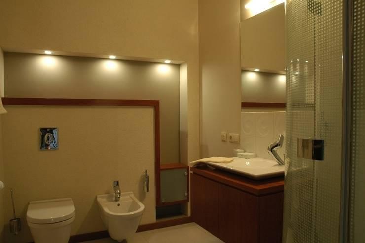 Dom prywatny w Gdyni 2009: styl , w kategorii Łazienka zaprojektowany przez formativ. indywidualne projekty wnętrz,