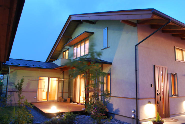石和の舎‐外観(庭側より): 有限会社中村建築事務所が手掛けた家です。