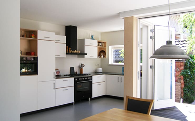 JAREN 50-HUIS | OM DE HOEK:  Woonkamer door WEBERontwerpt | architectenbureau