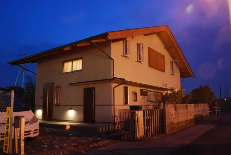 石和の舎‐外観(道路側より): 有限会社中村建築事務所が手掛けた家です。