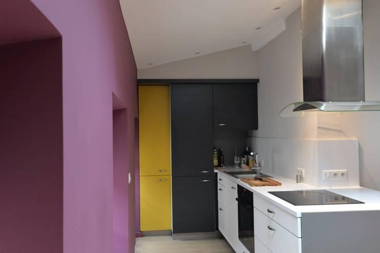 Amenagement d'un appartement sous les toits: Cuisine de style de style Moderne par YF Aaidg (atelier D'architecture Interieur Et De Design Global