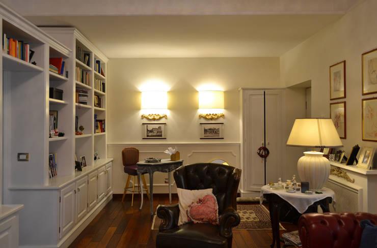 il soggiorno: Soggiorno in stile in stile Classico di arch. Paolo Pambianchi