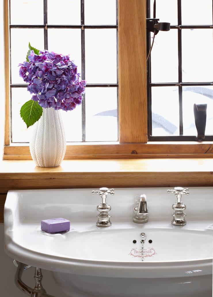 Badezimmer von Drummonds Bathrooms