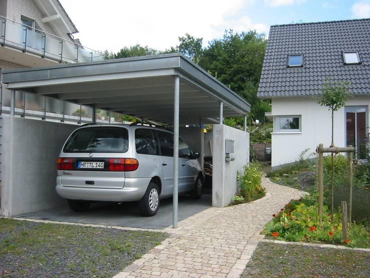 Carport, Stahlbeton/Stahl/Holz: moderne Garage & Schuppen von ARCHITEKTURBÜRO  SEIPEL