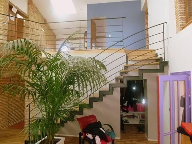 Rénovation Maison D: Salon de style  par FARACHE CLAUDE