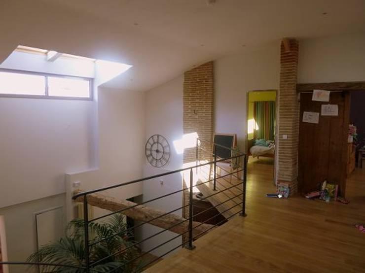 Rénovation Maison D: Couloir et hall d'entrée de style  par FARACHE CLAUDE